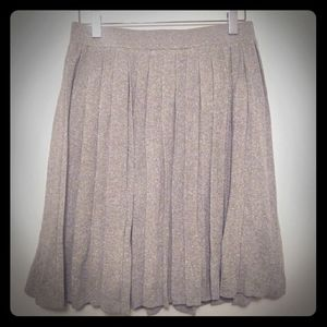 Club Monaco knit silver pleated skirt, size m